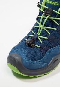Lowa - ROBIN GTX - Walking boots - blau/limone - 2
