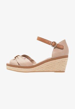 ICONIC ELBA SANDAL - Platform sandals - taupe