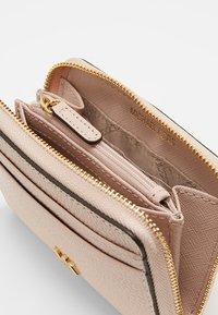 MICHAEL Michael Kors - MONEY PIECES CARD CASE - Plånbok - soft pink - 5