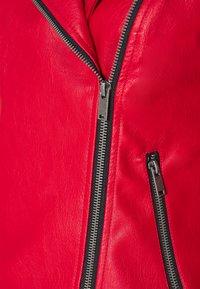 Noisy May - NMREBEL JACKET - Bunda zumělé kůže - haute red/black - 2