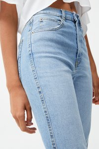 PULL&BEAR - MIT RISSEN - Jeansy Relaxed Fit - blue - 3