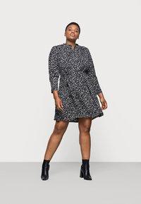 Selected Femme Curve - SLFVIA SHORT DRESS - Denní šaty - black - 0