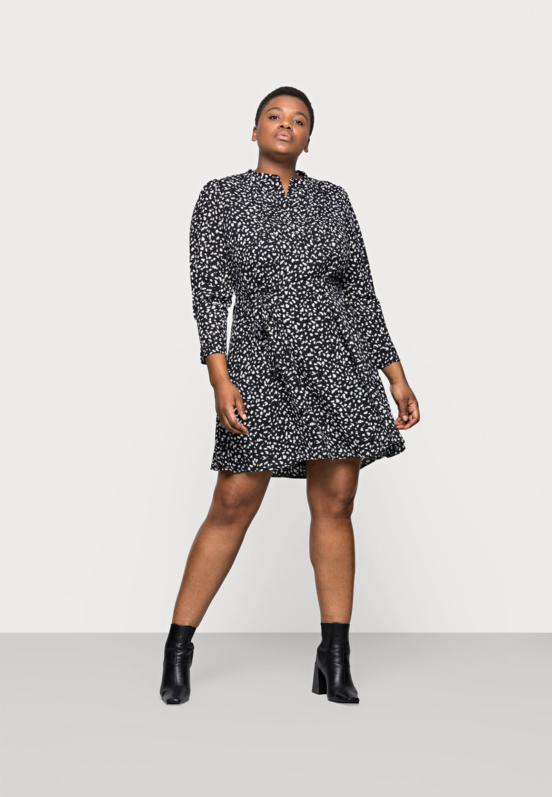 Selected Femme Curve - SLFVIA SHORT DRESS - Denní šaty - black