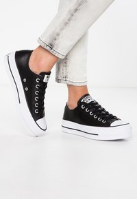 Converse - CHUCK TAYLOR ALL STAR LIFT CLEAN - Trainers - black/white - 0
