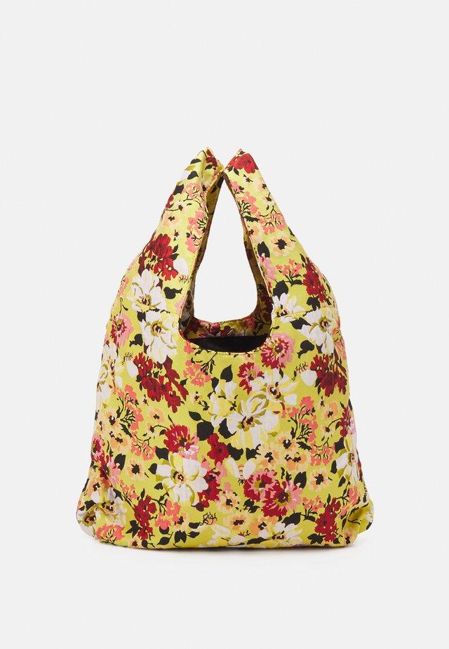 SHOPPER TOTE - Shoppingveske - yellow