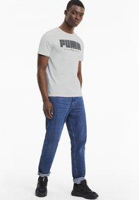 Puma - ATHLETICS  - T-shirt con stampa - vaporous gray - 1