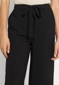 Pieces - PCKELLIE CULOTTE ANKLE PANT - Pantalones - black - 4