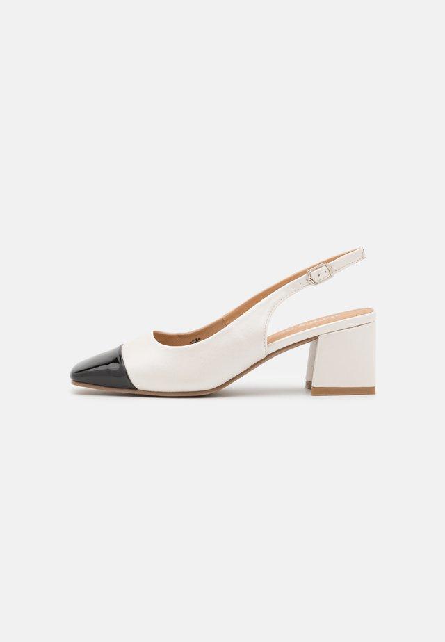 WIDE FIT OTLEY - Klassieke pumps - white