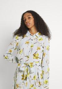 Pieces - PCLILLIAN DRESS - Košilové šaty - plein air - 3