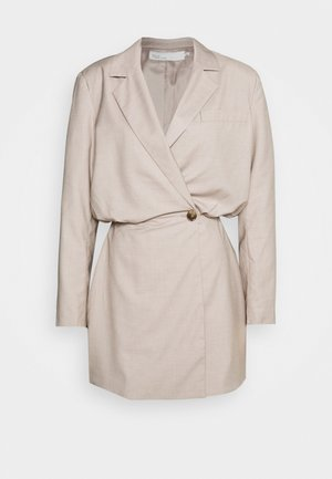 OVERSIZED BLAZER DRESS - Cocktailkjole - beige