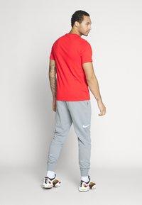 Nike Sportswear - AIR TEE - Print T-shirt - university red/white - 2