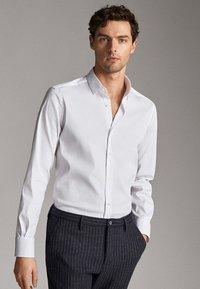 Massimo Dutti - MIT OTTOMANSTRUKTUR - Formal shirt - white - 0