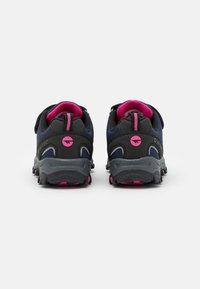 Hi-Tec - BLACKOUT LOW UNISEX - Hiking shoes - navy/magenta - 2