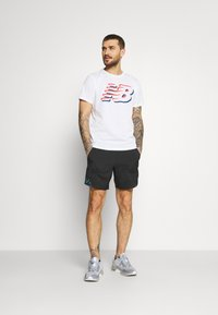 New Balance - GRAPHIC HEATHERTECH TEE - Print T-shirt - white - 1