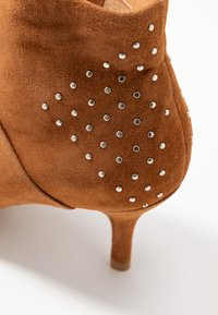 Shoe The Bear - VALENTINESTUD - Ankle boots - tan - 2