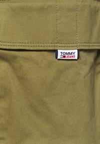 Tommy Jeans - WASHED CARGO - Short - uniform olive - 3