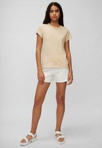 Marc O'Polo DENIM - REGULAR FIT - Basic T-shirt - island beach - 1