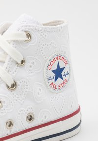 Converse - CHUCK TAYLOR ALL STAR UNISEX - Sneakersy wysokie - white/vintage white/multicolor - 5