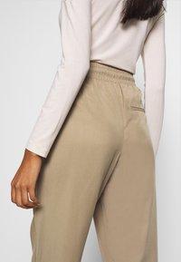 Lounge Nine - ARABELLA PANTS - Trousers - silver mink - 3