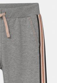 Name it - NKFTRIBI  - Teplákové kalhoty - grey melange - 2