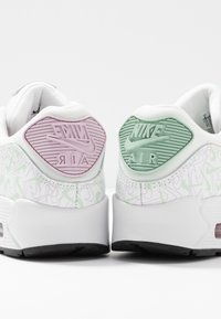 Nike Sportswear - AIR MAX 90 - Sneakersy niskie - summit white/pistachio frost/iced lilac/noble red/black - 5