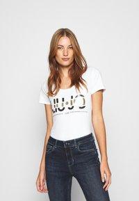 Liu Jo Jeans - MODA - T-shirt print - bianco ottico - 0