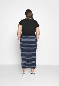 Tommy Jeans Curve - BODYCON STRIPES SKIRT - Pencil skirt - twilight navy/multi - 2