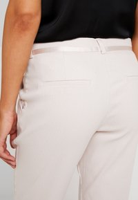 Fiveunits - KYLIE CROP - Trousers - bright sky - 6