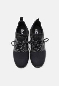 EA7 Emporio Armani - UNISEX - Sneakers basse - triple black - 3