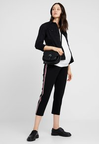 MAMALICIOUS - MLANNIA 2 PACK  - Basic T-shirt - black/snow white - 1