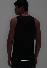 Nike Performance - DRY MILER TANK - Camiseta de deporte - black/black/reflective silver - 5