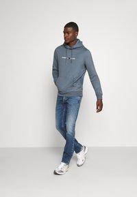 Tommy Jeans - Sweat à capuche - blue - 1