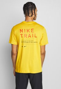 Nike Performance - DRY TEE TRAIL - Camiseta estampada - speed yellow - 2
