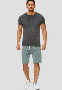 INDICODE JEANS - Shorts - blue surf - 1