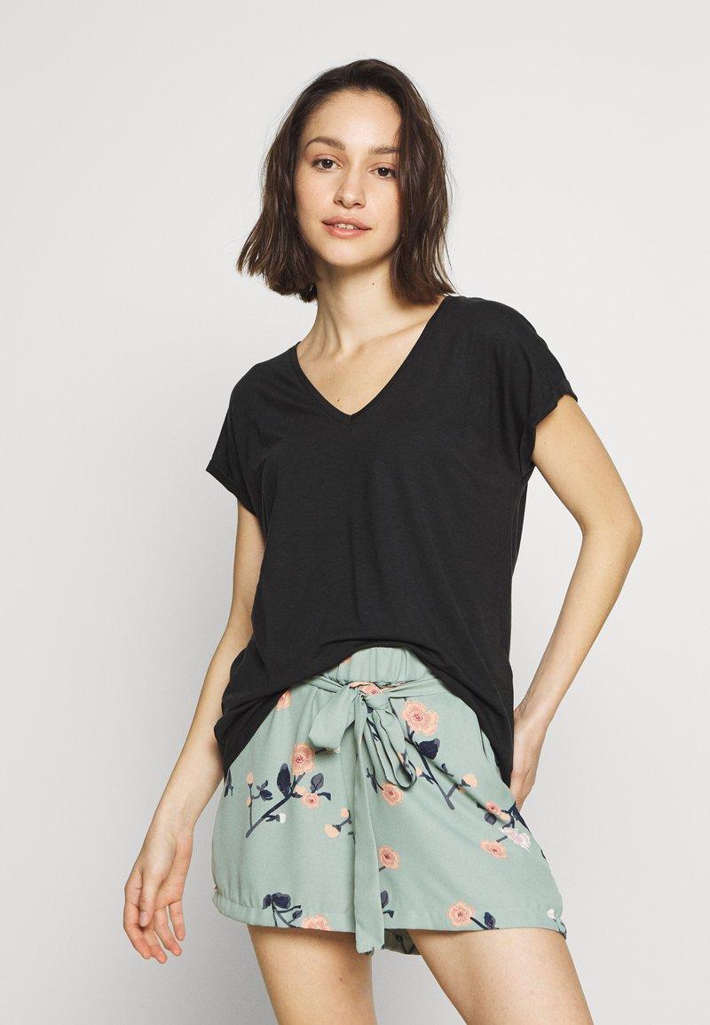 Vero Moda - VMAVA V NECK TEE - Basic T-shirt - black