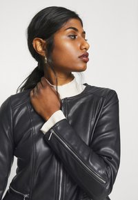 ONLY Petite - ONLJENNY JACKET PETITE - Faux leather jacket - black - 5