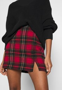 Hollister Co. - CHAIN PLAID MINI STATEMEN - Miniskjørt - red - 3