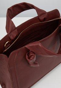Zign - LEATHER - Handbag - maroon - 5