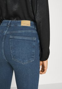 Gina Tricot - MEJA - Flared Jeans - midnight blue - 4