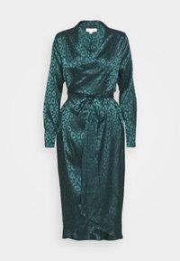 Never Fully Dressed Petite - LEOPARD LONGSLEEVE WRAP DRESS - Cocktailjurk - emerald - 5