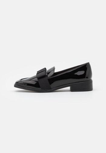 HAIRALLE - Slippers - black