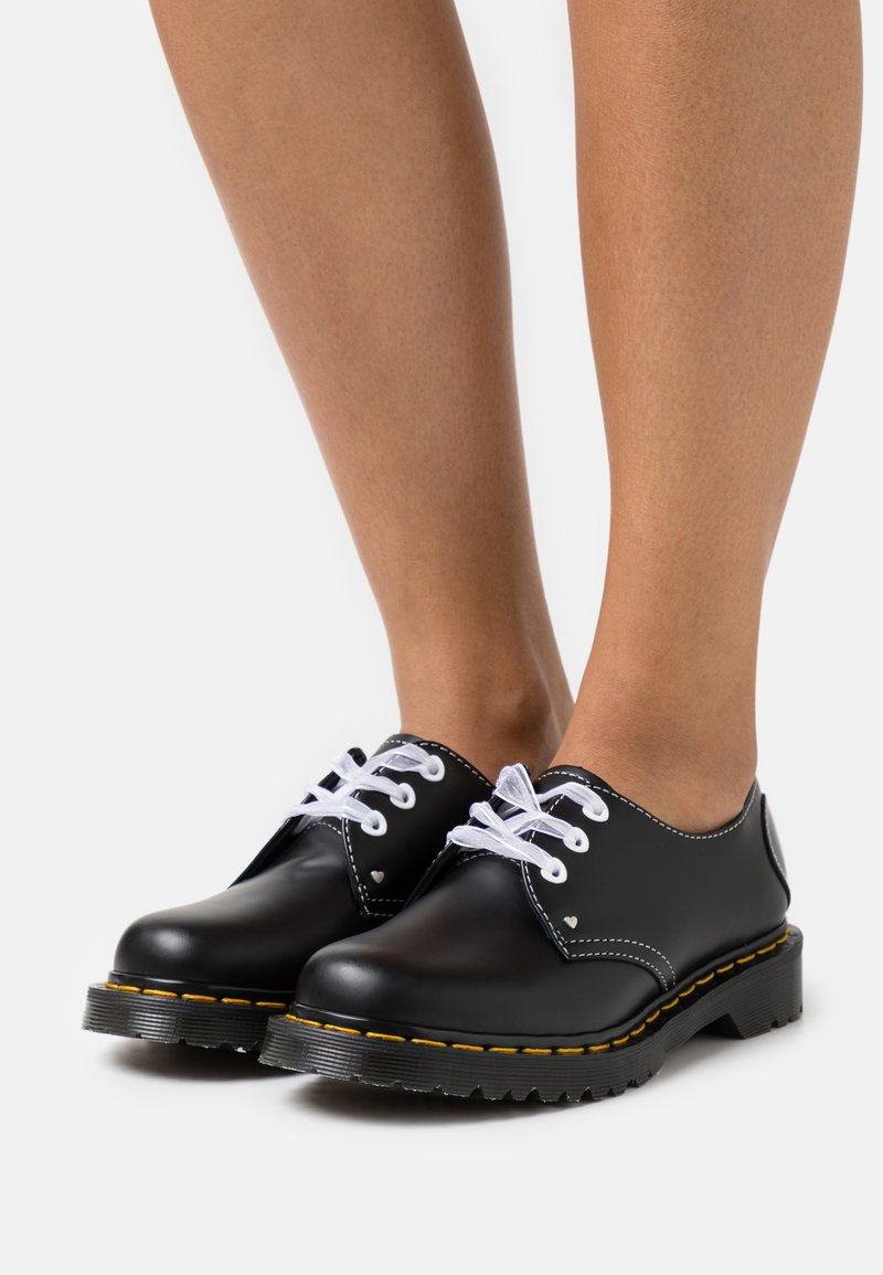 Dr. Martens - 1461 HEARTS - Stringate - black