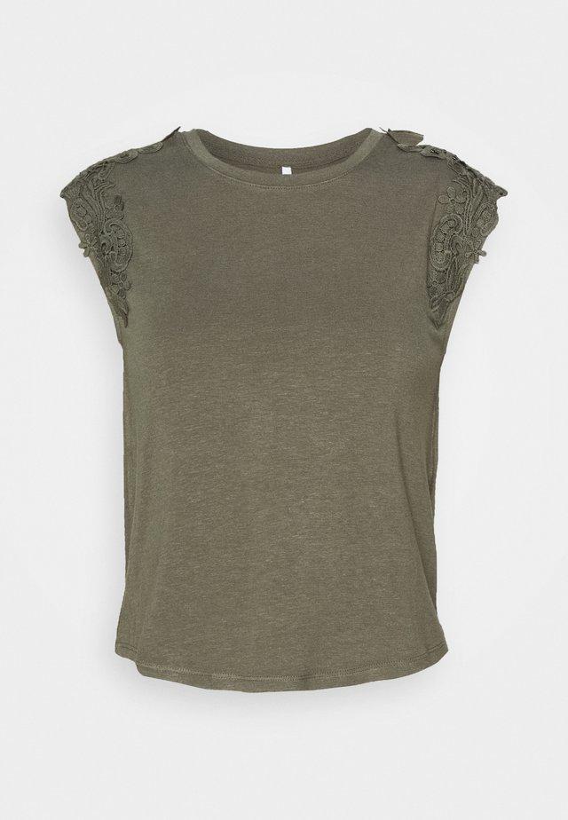ONLALEXA - T-shirt con stampa - kalamata