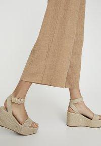 PULL&BEAR - Kalhoty - beige - 5