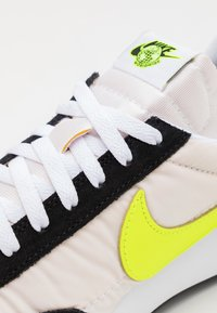 Nike Sportswear - AIR TAILWIND 79 UNISEX - Trainers - white/volt/blue fury/black - 7