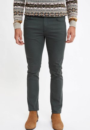 MAN  - Vaqueros slim fit - green