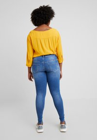Zizzi - JPOSH LONG AMY SUPER SLIM - Jeans Skinny Fit - blue denim - 2