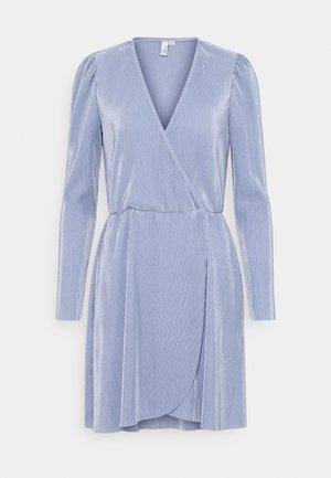 ALL I NEED PLEAT DRESS - Cocktailjurk - dusty blue