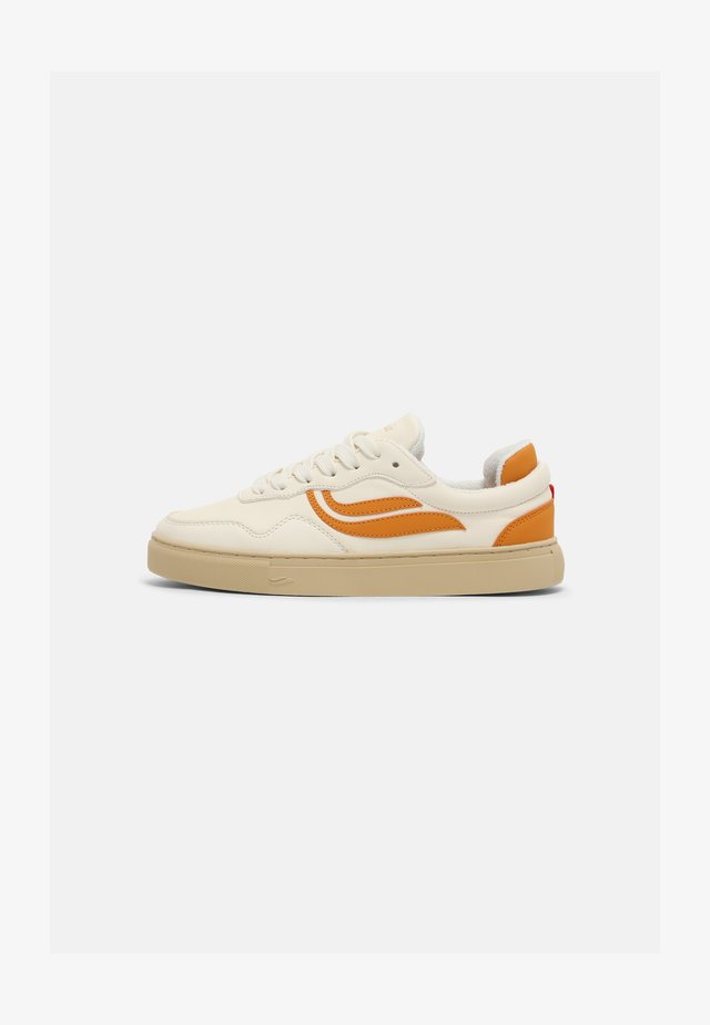 SOLEY UNISEX  - Sneakers basse - white/pumpkin