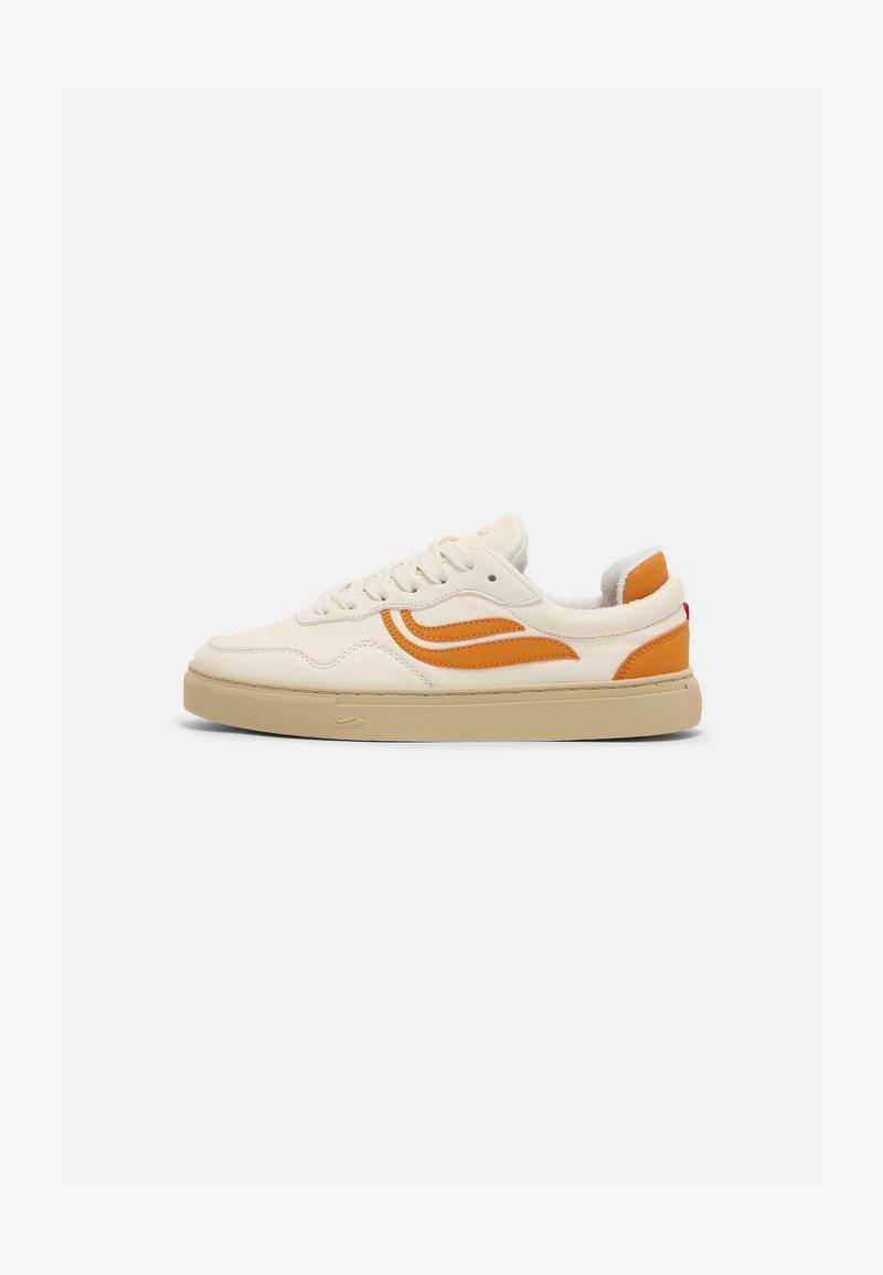 Genesis - SOLEY UNISEX  - Sneakers basse - white/pumpkin